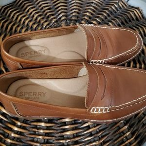 Sperry woman's seaport